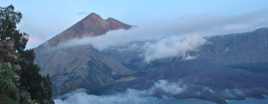 Mount Rinjani  Trekking Summit 2 Days/ 1 Night  Via  sembalun